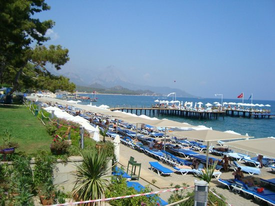 Barut Kemer : The beach quite vice and clean