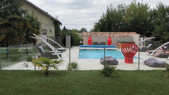Chateau de Courtebotte: la piscine