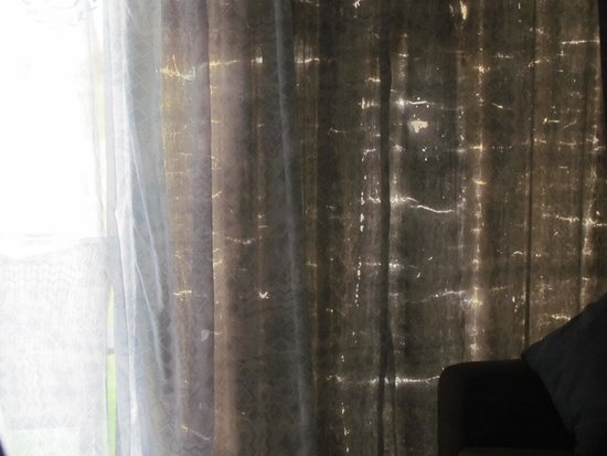 Gambia Coral Beach Hotel & Spa: Black Out Curtain