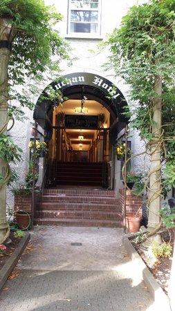 Buchan Hotel: Front Entrance