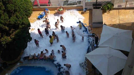 Hotel Bon Repos : пенная вечеринка для детей