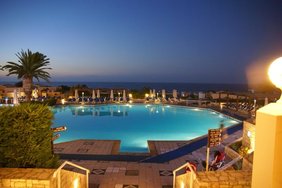 Aldemar Knossos Royal : The main pool below the dining hall in the evening