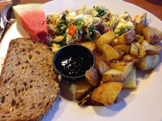 Olympic Lodge: Fresh, hot breakfast: egg white-feta-spinach-Bremerhaven sausage scramble; rosemary garlic Yukon