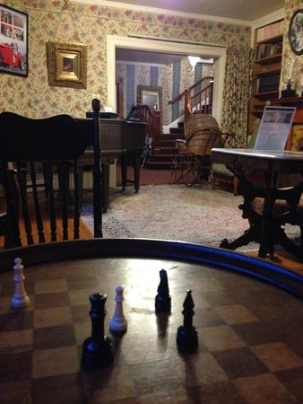 Martine Inn: chess among other provided games