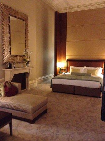 St. Pancras Renaissance Hotel London: Our room