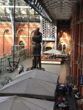 St. Pancras Renaissance Hotel London: view from our room