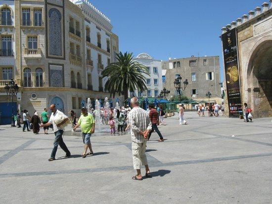 Bab El Bhar : Fontanna przy bramie