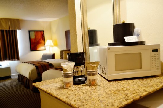 Best Western Plus Milwaukee Airport Hotel & Conference Center: All rooms have Microwave and Fridge