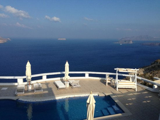 Athermi Suites: Miracle view to pool and caldera