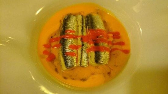 Etxanobe : Lasaña fría de anchoas en sopa de tomate