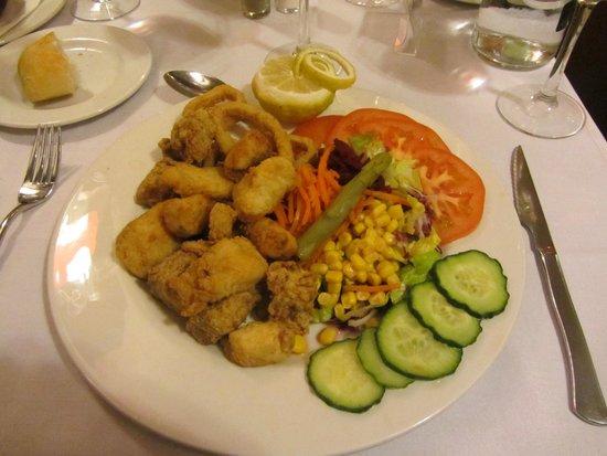 Hotel Macia Real de la Alhambra: Frituria de pescado a la andaluza con ensalada segundo plato del menu de la media pension