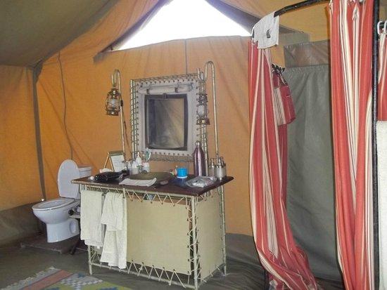 Olakira Camp, Asilia Africa: Bathroom