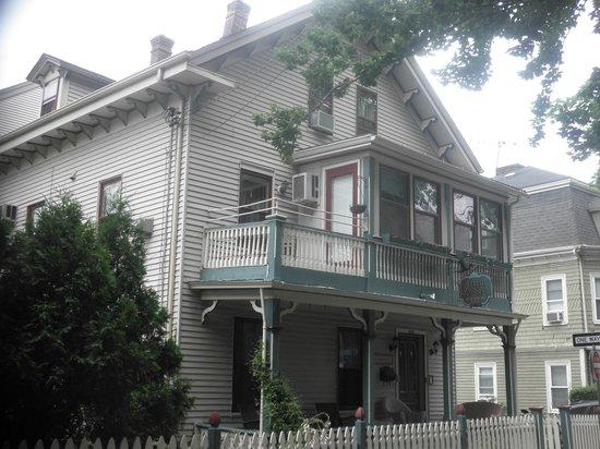 Artful Lodger Inn: The Artful Lodger B&B - Room B Porch on 2nd Floor