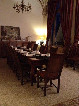 Le Château des Ormes : breakfast table