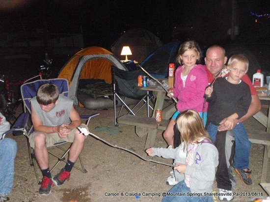 Mountain Springs Camping Resort: Sitting around camp fire