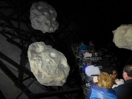 Nigloland : Spatiale Experience (attraction dans le noir presque total)