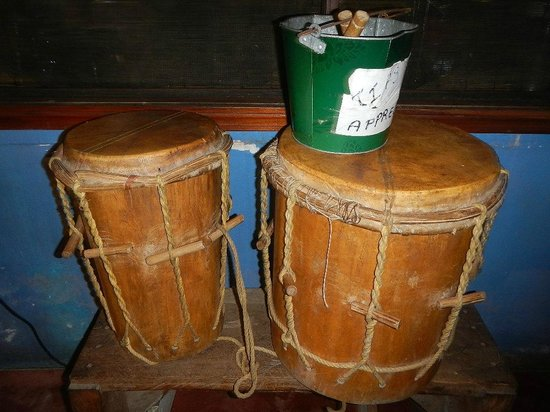 driftwood beach bar & pizza shack : Garifuna drumming