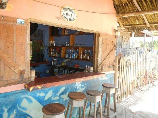 driftwood beach bar & pizza shack : the front