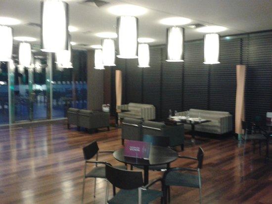 Hotel Macia Real de la Alhambra: Salon del lobby bar