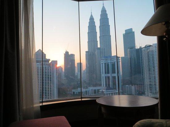 Renaissance Kuala Lumpur Hotel: vista dalla camera alba