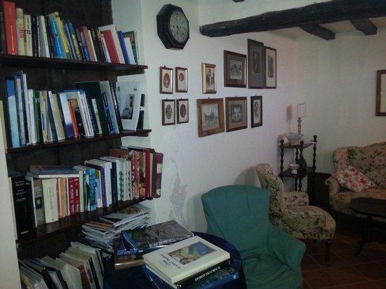 Baglio San Pietro: Piccola biblioteca a disposizione degli ospiti