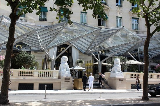 la facade photo de le lobby restaurant the peninsula paris paris tripadvisor. Black Bedroom Furniture Sets. Home Design Ideas