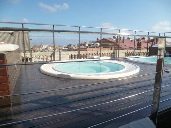 Barcelona Center Hotel : Jacuzzi on the terrace