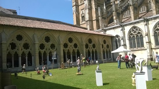 Cathedrale Sainte-Marie de Bayonne: Jardín del claustro