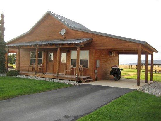 RiverStone Family Lodge: Cabin/Carport
