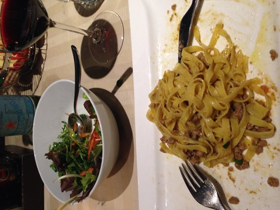 Ristorante Rosa Rossa : Duck ragu on tagliatelle with mixed side salad