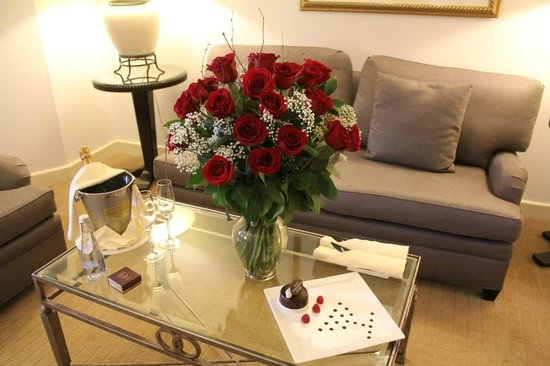 Sofitel New York: Flowers and champagne upon arrival