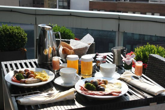 Sofitel New York: Breakfast on the terrace every morning