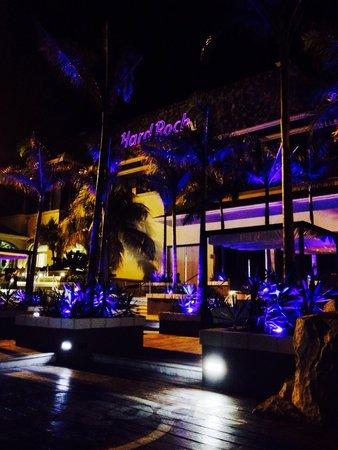 Hard Rock Hotel Riviera Maya : Outside heaven nightclub,night time it's beautiful