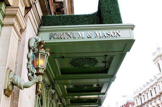 The Diamond Jubilee Tea Salon: La facade