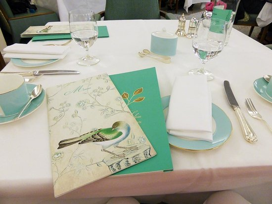 The Diamond Jubilee Tea Salon: la table