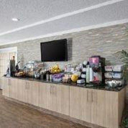 Best Western Leisure Inn: COmplimentary Deluxe Continental Breakfast