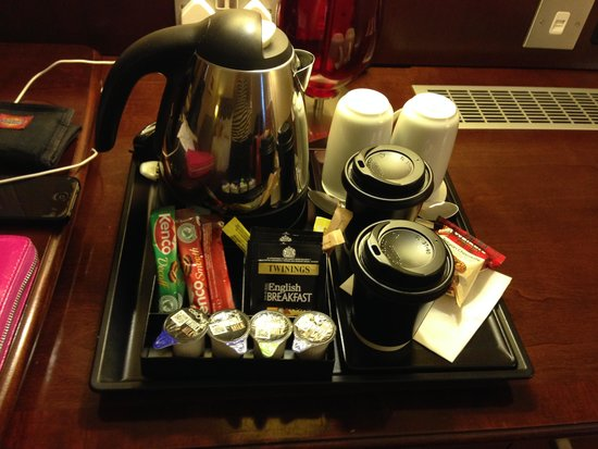 Leicester Marriott Hotel: tea/coffee making