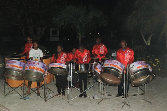 Coyaba Beach Resort: New Dimensions evening entertainment
