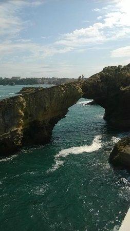Rocher de la Vierge: Rocas adyacentes a la Roca de la Virgen con bellas formas