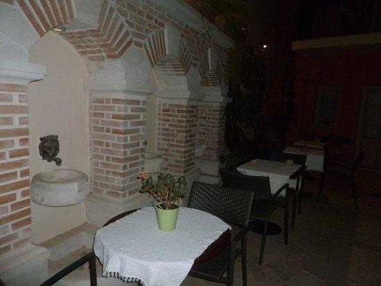 Casa Moazzo Suites & Apartments : Entrée de nuit