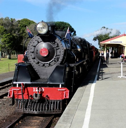 Glenbrook Vintage Railway: train - front view