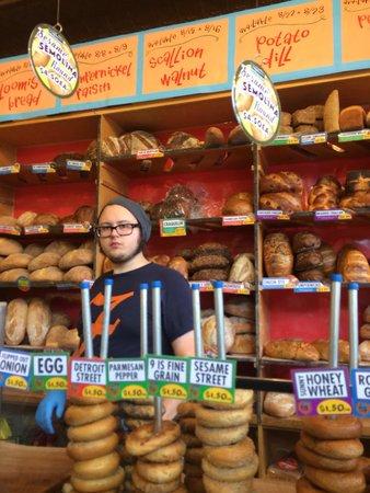 Zingerman's Delicatessen: Lotsa bread