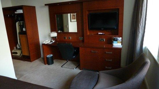 Mercure Bristol Holland House Hotel & Spa: TV mit Schreibtisch