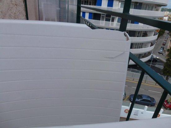 Sun Village : Разломаный стул на нашем балконе