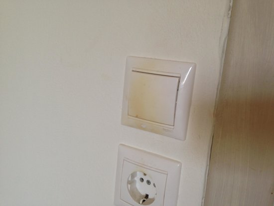 Pefkos Village Resort: filthy switches