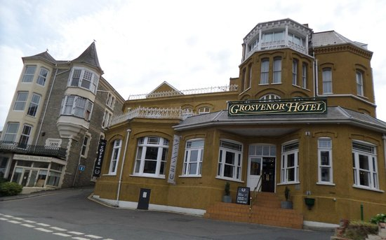 Devon Bay Hotel: The Hotel on the outside