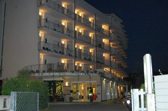 Hotel la Ninfea: La Ninfea di sera