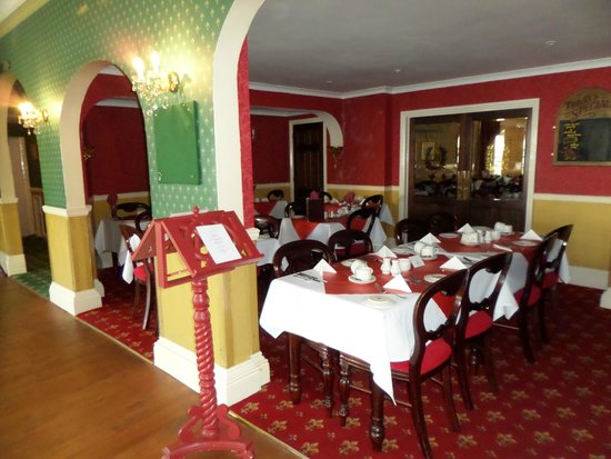 Devon Bay Hotel : clean dining area and great food