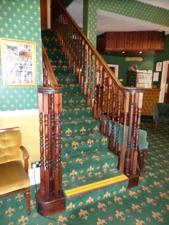 Devon Bay Hotel: lovely old stairs and open reception area