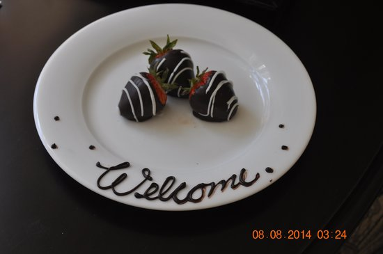 Oak Bay Beach Hotel : This was waiting for us when we arrived